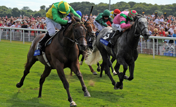 Summit Surge winning Sky Bet York stakes at York 24.07.2010