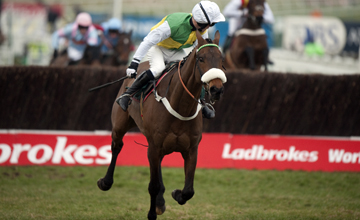 Ballabriggs runs on from the last and wins the Fulke Walwyn amateur riders race Cheltenham 18.03.2010