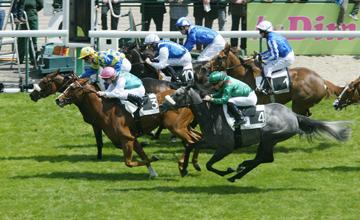 Liliside (farside) beats Special Duty in the Poule D'Essai Des Pouliches at Longchamp 16.05.2010