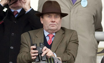 Nicky Henderson watches at Kempton 11.02.11
