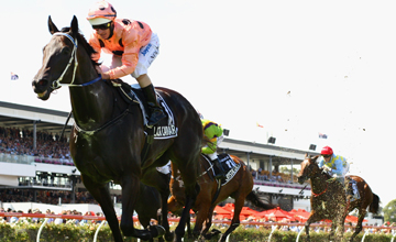 Lightning Stakes galibi Black Caviar