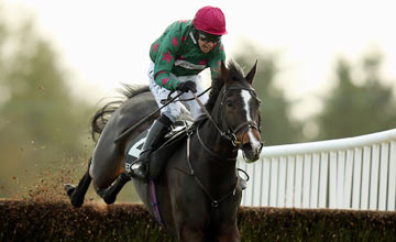 Dominic Elsworth riding Somersby