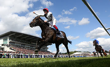 Golden Horn (Frankie Dettori) wins the Derby