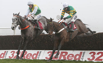 BUVEUR D'AIR and Aidan Coleman (left) win from Cloudy Dream